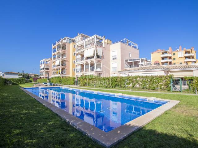 Ground floor apartment with 2 bedrooms and pool located a few metres from the beach of Cala Millor. Mallorca