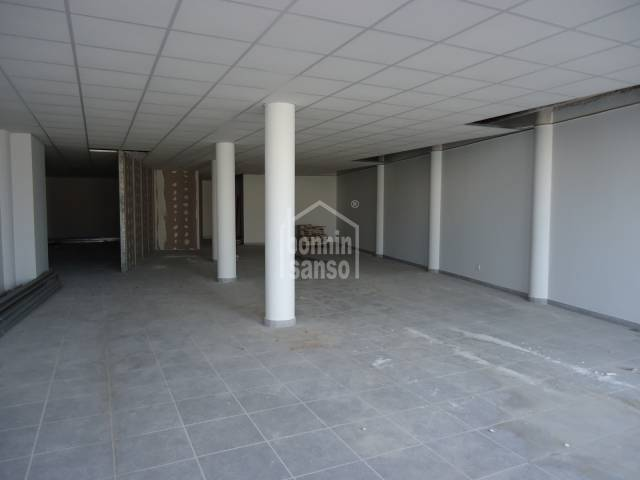 Large commercial premises close to the centre of Mercadal, Menorca.