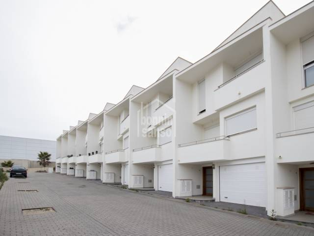 Moderna casa adosada en Ferreries. Obra nueva. Menorca