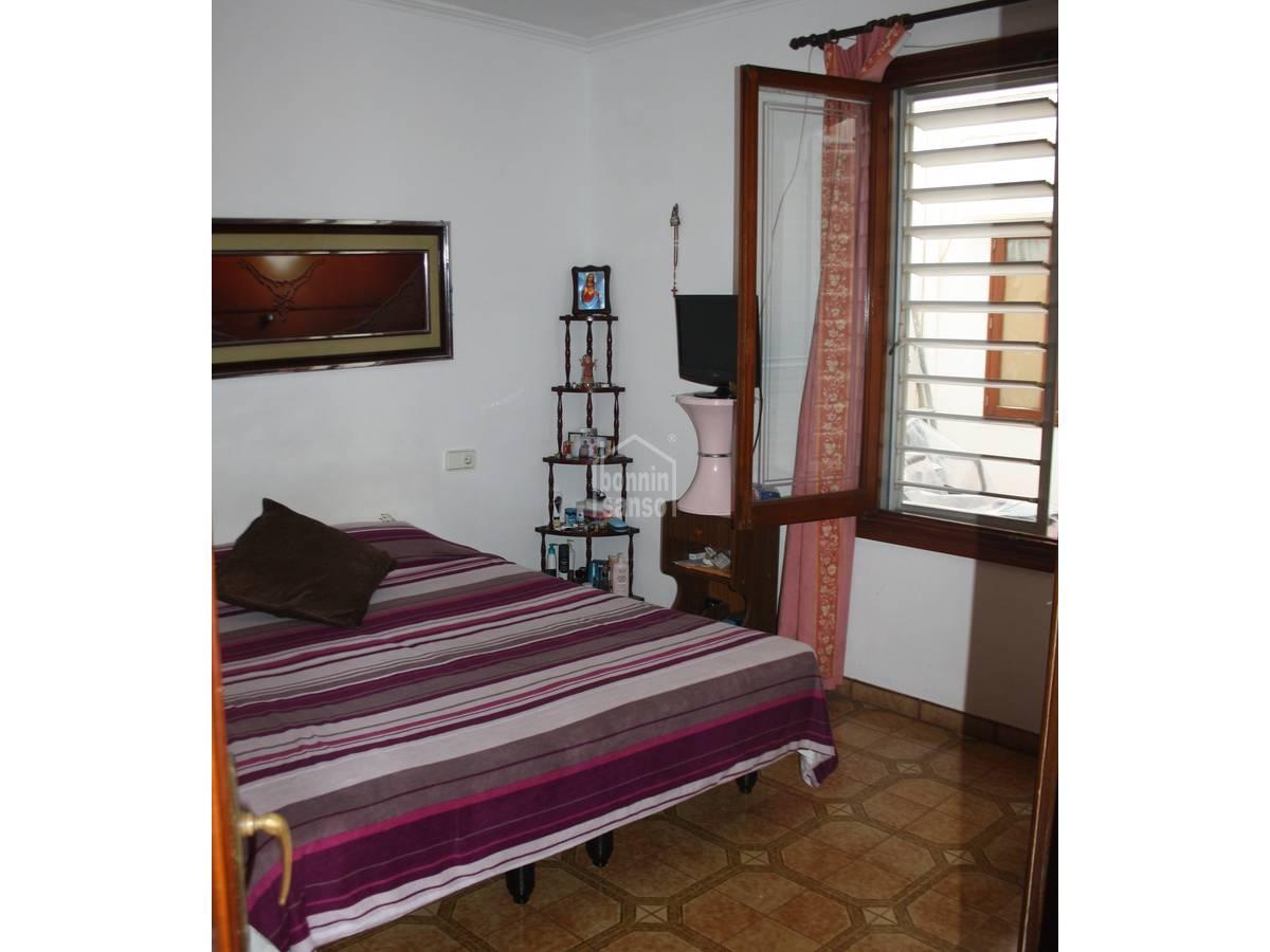 Comprar agradable piso de 3 dormitorios en ciutadella Pisos para dormitorios