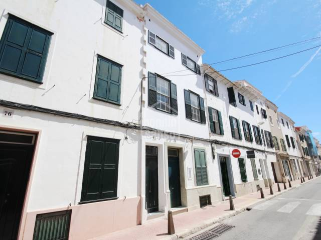 House situated on 1st floor very close to center of Mahon