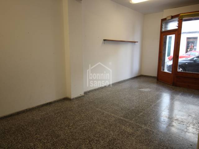 Light and airy commercial premises in Es Castell