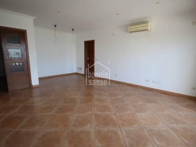 Amplio piso con solamente un vecino en Ciutadella, Menorca