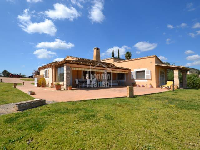Charming villa situated in Pula (Son Servera) with sea views and very close to 3 Golf courses. Offers 3 bedrooms and pool.