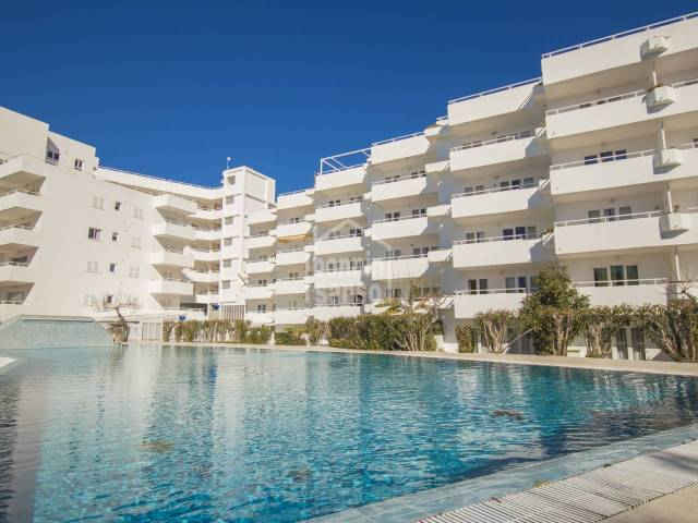 Two bedroom apartment with patio, pool and direct access to the beach, Santo Tomás, Menorca.