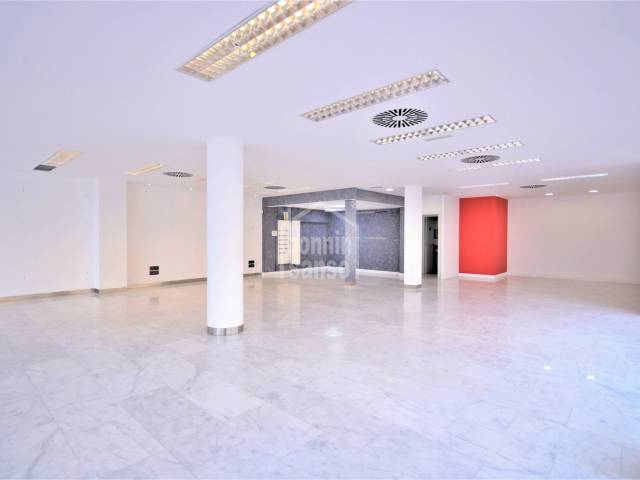 Excellent business premises on the road going into Ciudadela, Menorca.