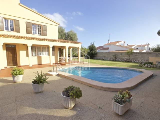 Very well kept villa in Trebaluger, Menorca