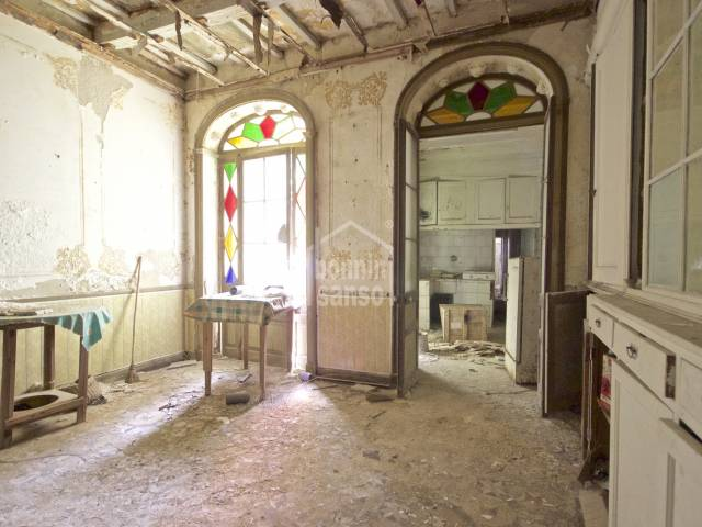 Authentic house with lots of character and potential in the center of Mahón. In need of total refurbishment.