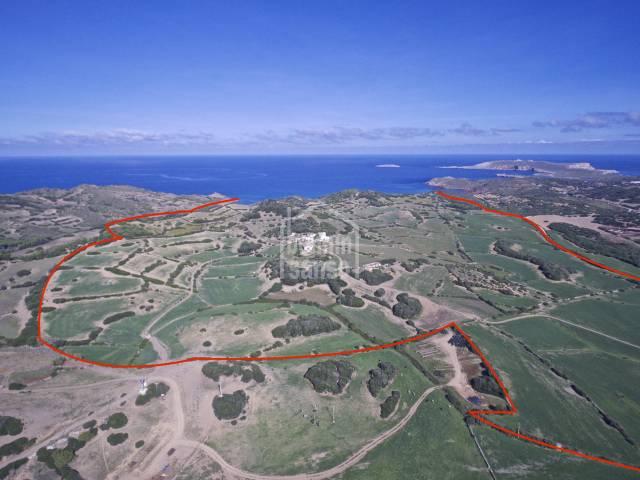 Finca mit 118 hektar direkt am Meer in  der Nordküste von Menorca