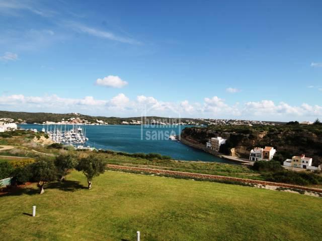 Increíbles vistas sobre el puerto de Mahon, Menorca
