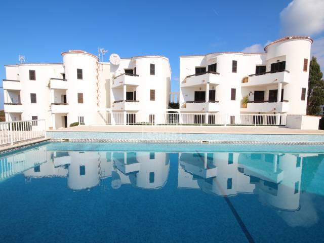 Bonito apartamento en complejo en Los Delfines, Ciutadella, Menorca.