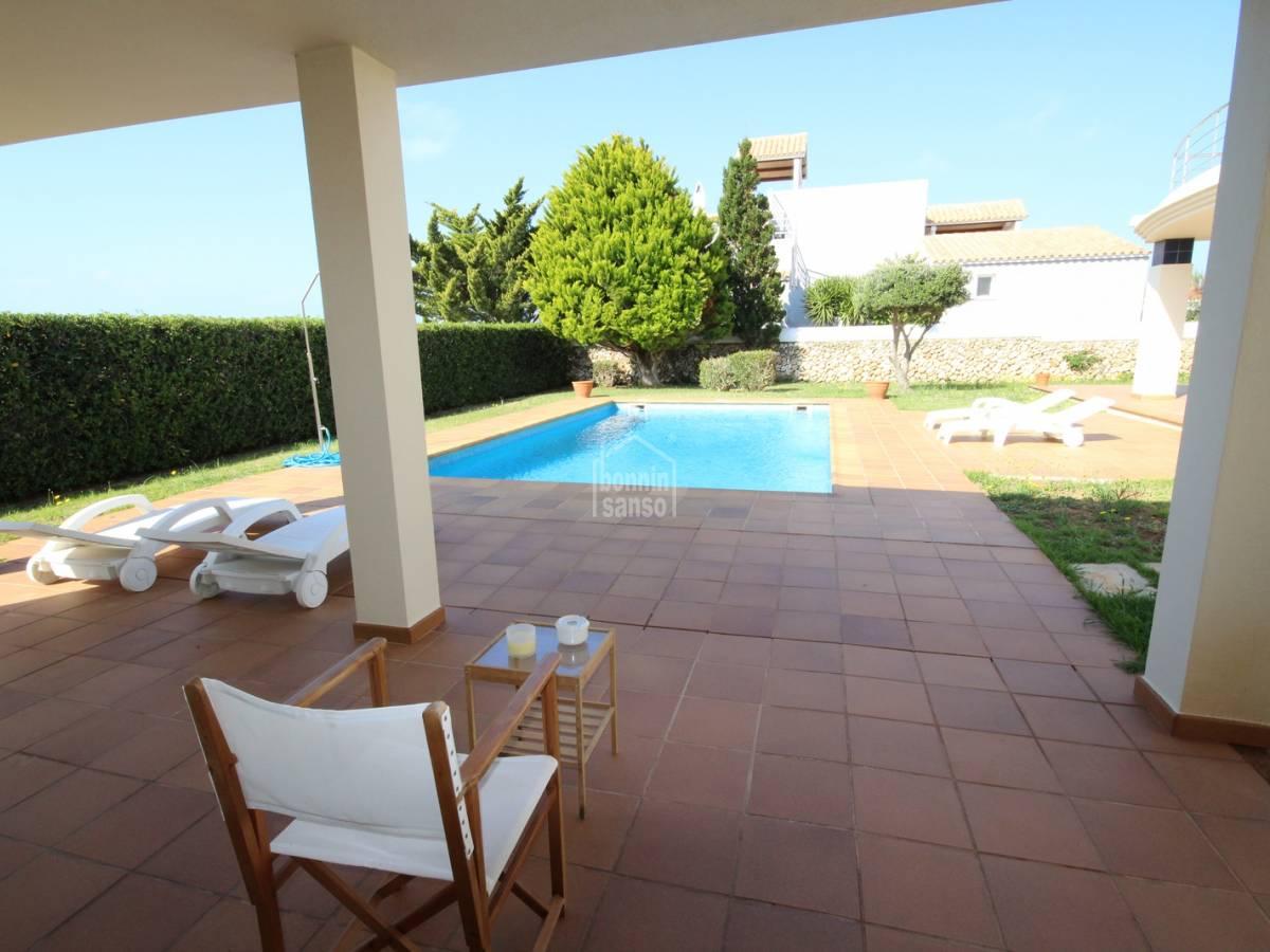Acheter belle villa moderne dans son blanc 33929 for Belles villas modernes