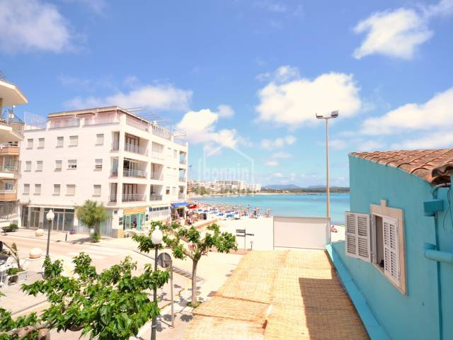 Duplex of approx. 138m² situated only 15 metres from the lovely beach in Sillot.