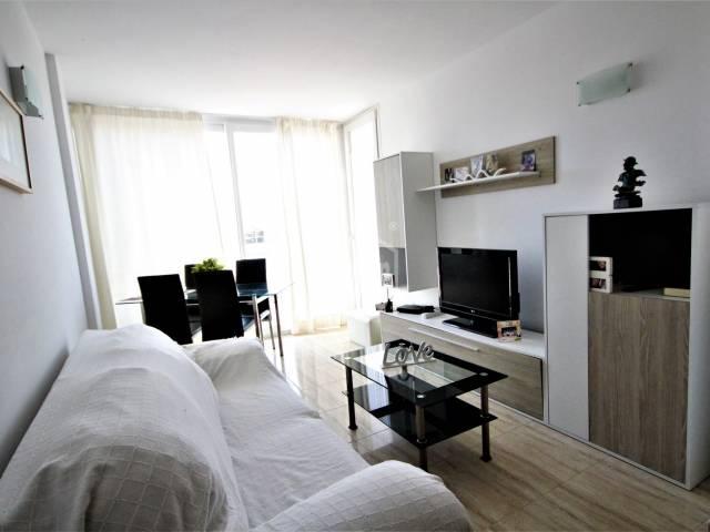 Sunny first floor flat in Ciutadella, Menorca.
