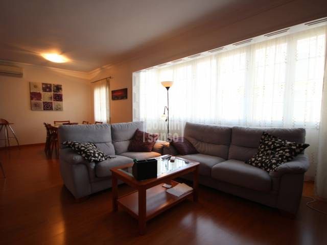 Nice and large appartment in the center of Ferrerias
