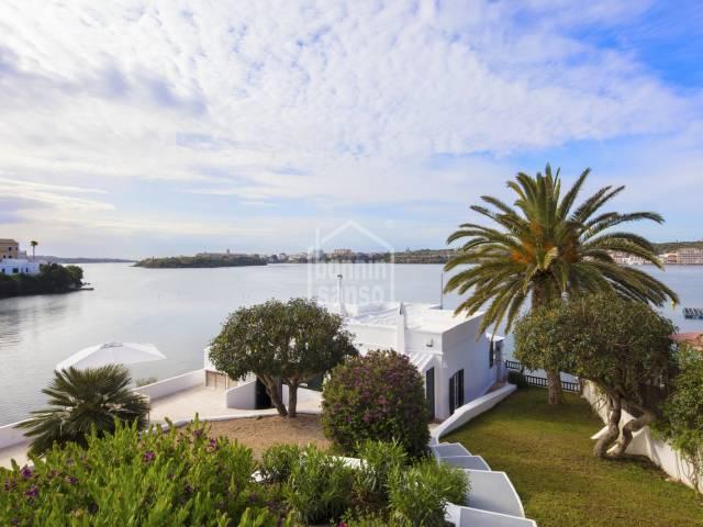 Villa frente al mar con jardín y piscina en el Puerto de Mahón -Menorca-