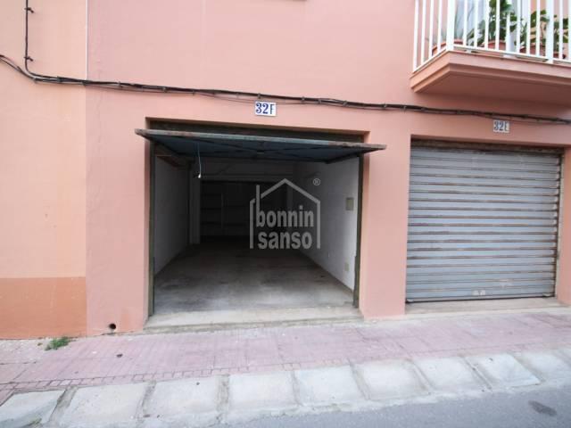 Garaje privado para moto y coche en Es Castell