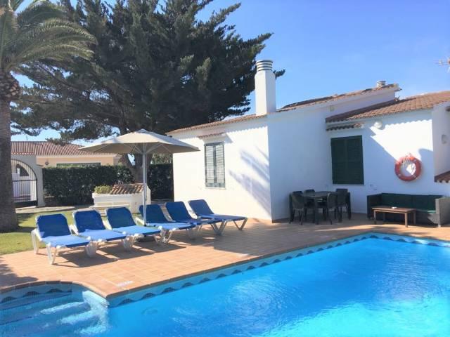 Chalé reformado con piscina en Cala'n Bosch, Ciutadella, Menorca.