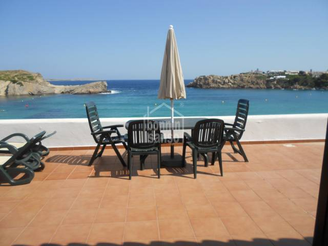En Arenal d´en Castell, apartamento en primerisima línea de playa.