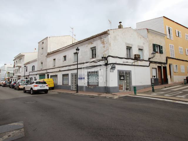 Freehold commercial premises, in one of Alayors main street. Menorca