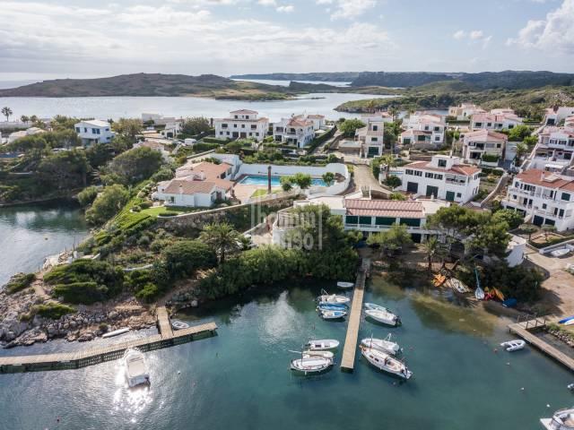 Vistas panorámicas sobre Cala Molí. Addaya. Menorca