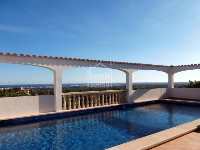 Country house with stunning panoramic views of the sea and the Bay of Cala Millor, plot approx. 12,800m² and house approx. 462m² including guest house.Mallorca
