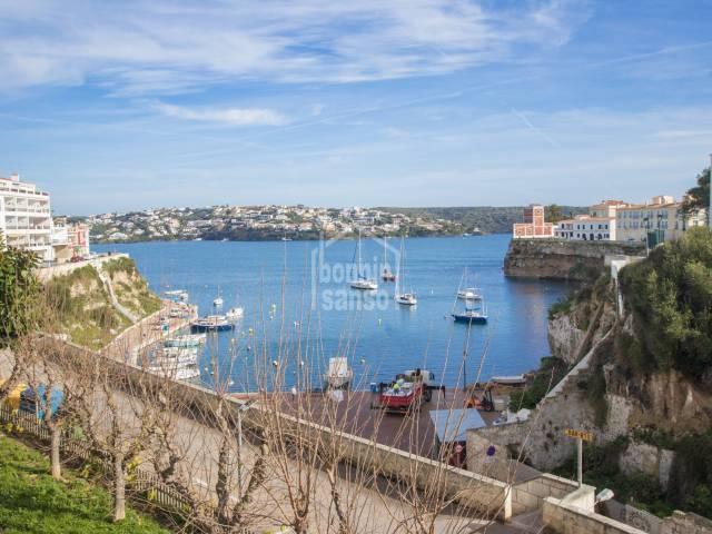 Top-Wohnung mit direktem Blick auf die Cala Corp, Es Castell, Menorca.