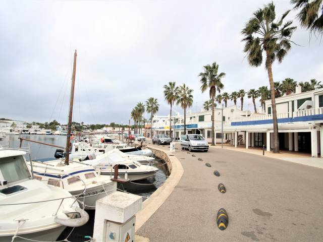 Commercial premises, currently a restaurant, with a great location in the harbour of Cala'n Bosch, Ciutadella, Menorca