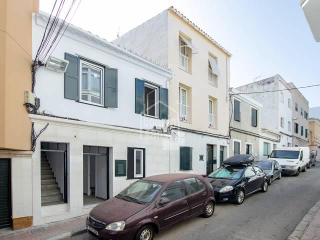 Casa recién reformada, dividida en dos viviendas. Mahón, Menorca
