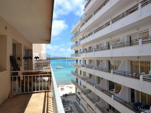 Bank product !!, 4th floor apartment of approx. 72m² situated only 20 metres from the Beach and Port of S'illot.