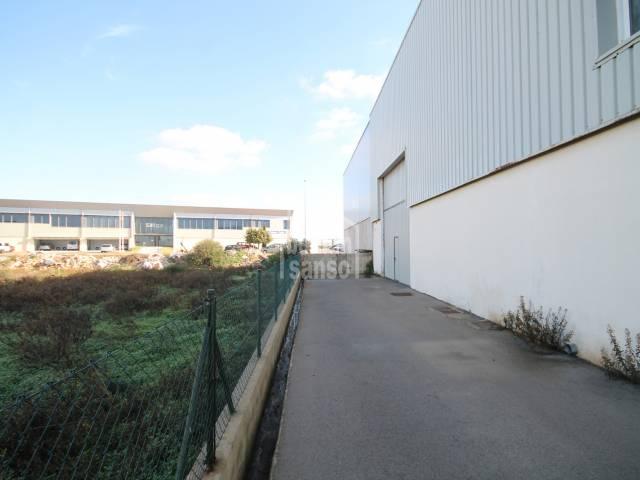 Nave industrial construida en 2006 en Sant Lluís, Menorca