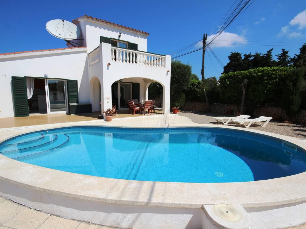 Comprar bonito chalet con piscina en son vitamina - Chalet con piscina ...
