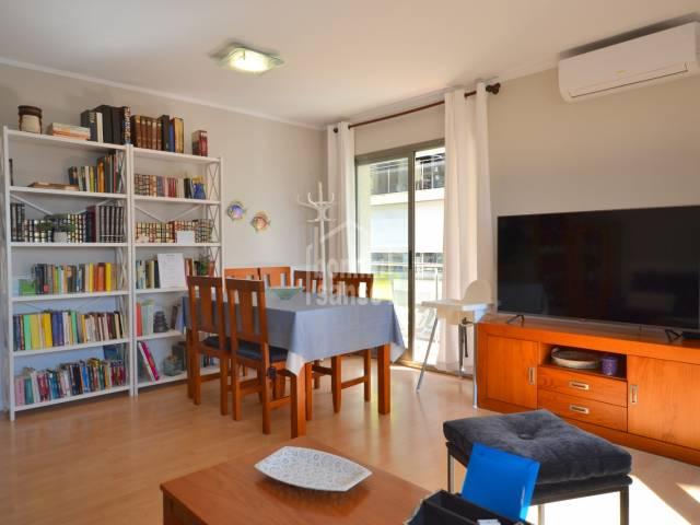 Soleado apartamento en el puerto de Cala Bona, Mallorca