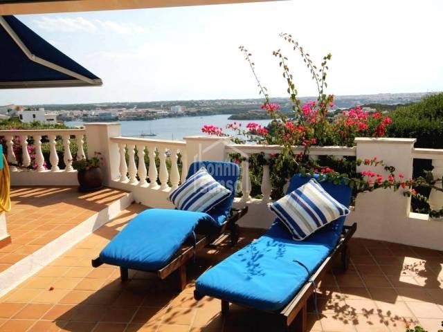 Villa con interesantes vistas al mar