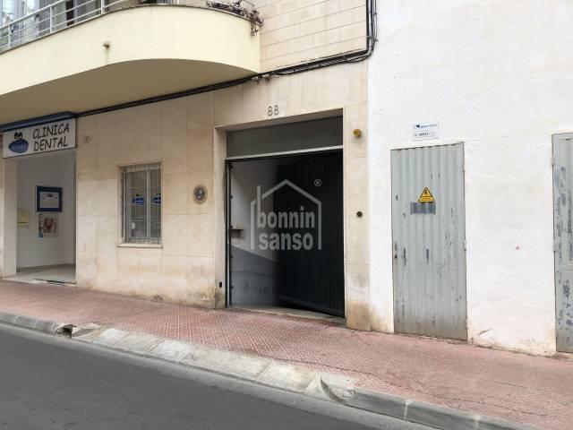 Plaza de parking en zona Avenida Menorca en Mahón, Menorca)