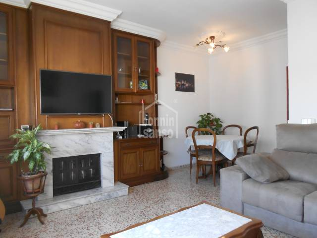 Attractive and ample third floor apartment in Alayor, Menorca.