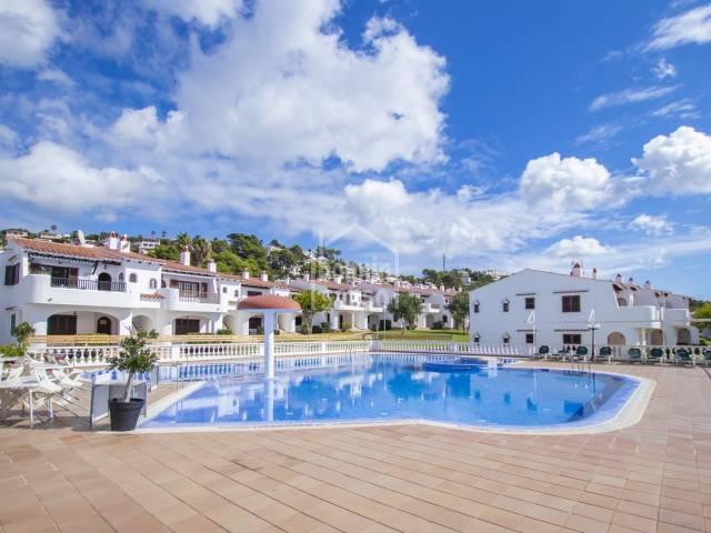 Wunderschön präsentierte Wohnung mit Terrassen und Garten, San Jaime, Menorca.
