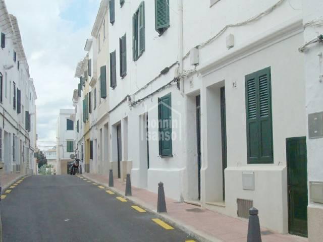 Casa en altos dúplex de cinco dormitorios en el centro de Mahón, Menorca.