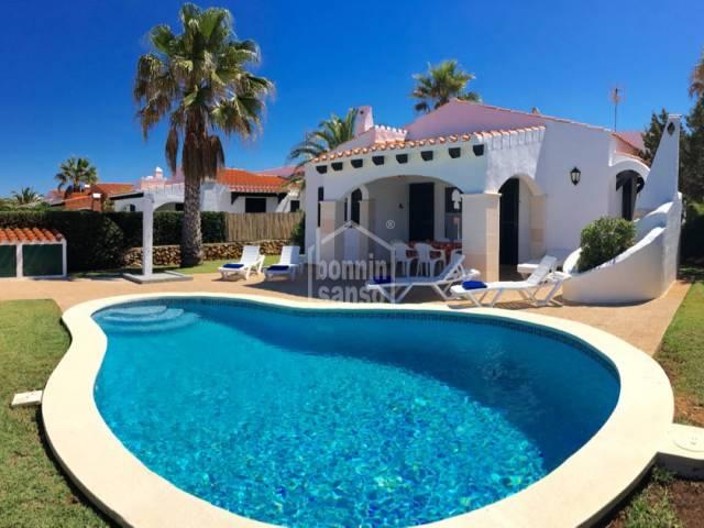 Villa indipendente con piscina e licenza turistica