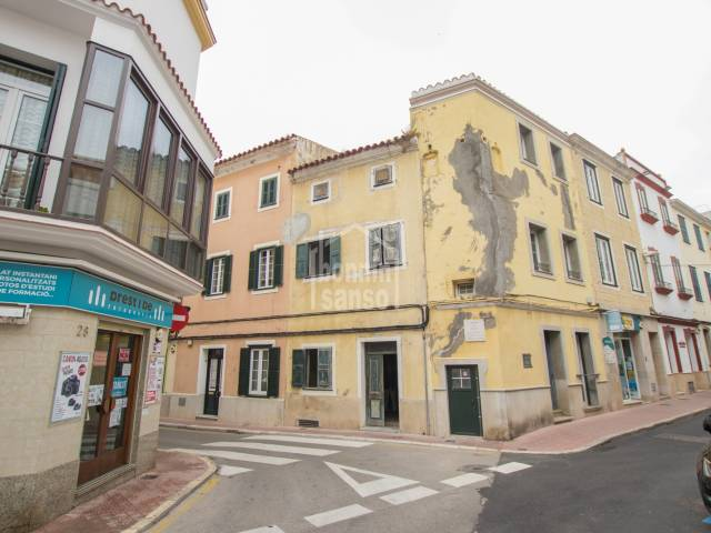 House to refurbish in the centre of Mahon, Menorca.