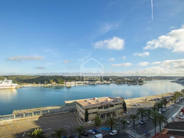 Triplex con vistas impresionantes al puerto de Mahón, Menorca
