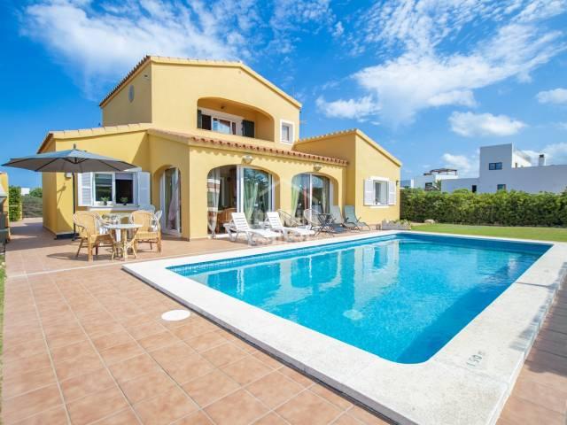 Chalet moderno cerca de la playa de Arenal en la zona de Punta Grossa, Menorca