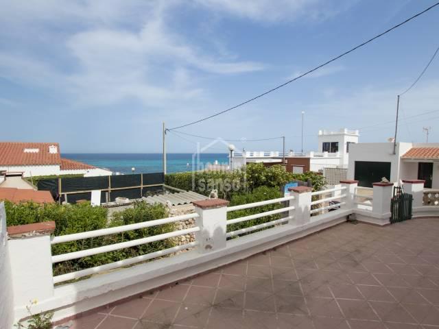 Entzückendes Sommerhaus ein paar Schritte von der Bucht von Punta Prima, Menorca.