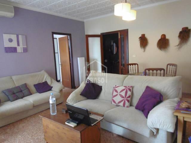Casa en primera planta y local comercial en Alayor, Menorca