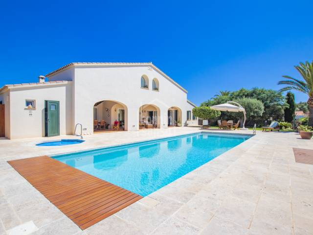 Luxurious property in the peaceful village of Trebaluger