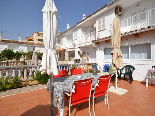 Impeccable terraced house only 5 minutes walk to the Beach and promenade of Cala Millor, Mallorca