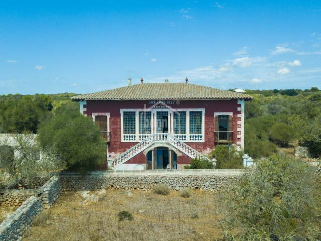Rustic finca with manor house and charming barns in an idyllic environment on the south coast of Menorca
