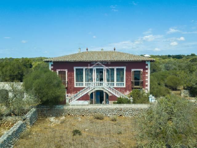 Finca rústica con casa señorial y boyeras con mucho encanto en un paraje idílico en la costa sur de Menorca