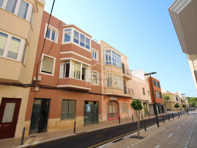 Splendid business premises of 255m², with patio, to reform, in very central and commercial street, ideal for any business in Ciutadella, Menorca
