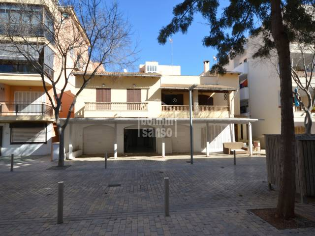Bank property! Business premise plus 2 apartments in Cala Millor centre, Mallorca